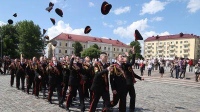 Церемония выпуска кадетов прошла на площади Славы в Могилеве