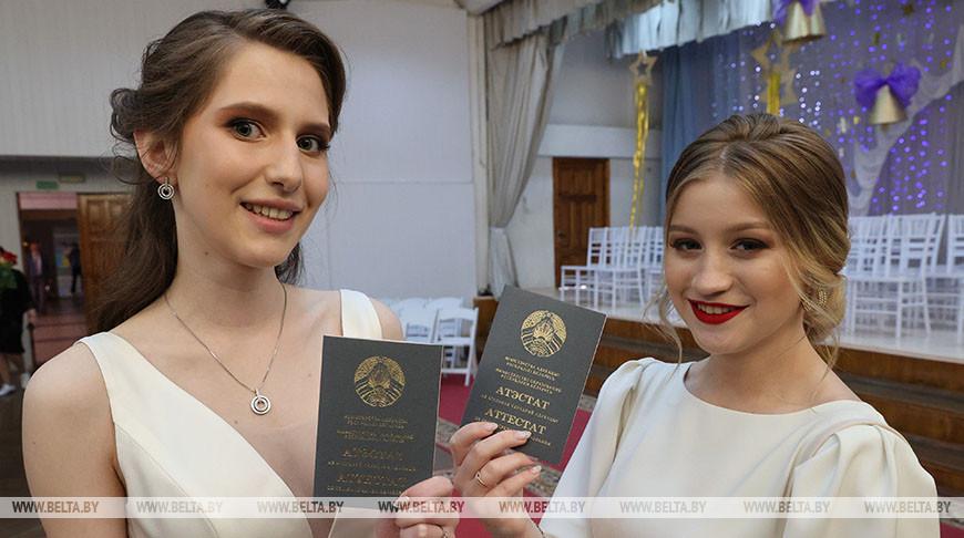 Выпускной бал прошел в витебской гимназии №8