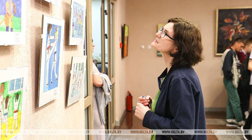 """Выставки """"Кола часу"""" и детского рисунка открылись в Кобрине на фестивале """"Вытокі"""""""