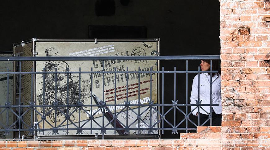 """Фотовыставка БЕЛТА """"Судьбы, сложенные в треугольник"""" проходит в Брестской крепости"""