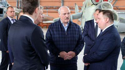 Лукашенко посетил Оршанский авиаремонтный завод