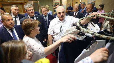 Лукашенко посетил Оршанскую фабрику художественных изделий
