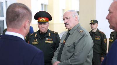 Лукашенко в Шклове проводит встречу по вопросам территориальной обороны