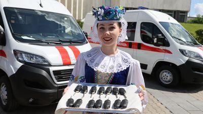 Медикам Витебской области передали 14 машин скорой помощи