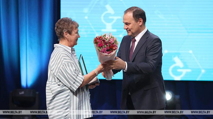 Головченко вручил медикам государственные награды