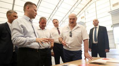 """Лукашенко посетил транспортно-логистический центр """"Сильва Лоджистик БиУай"""" в Свислочском районе"""
