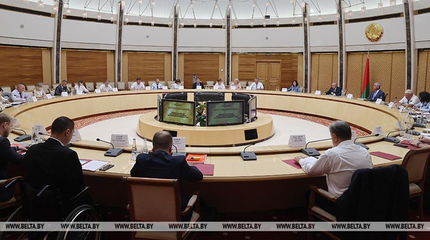 Седьмое заседание Конституционной комиссии проходит в Минске
