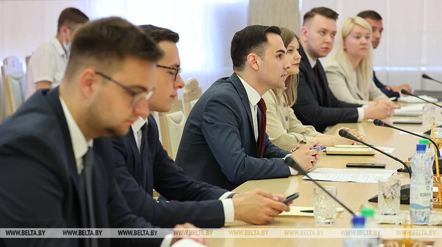 Заседание руководителей Палаты молодых законодателей и Молодежного совета на Форуме регионов