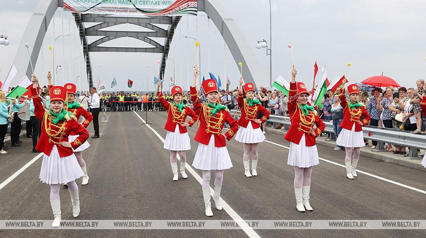 Движение по новому мосту через Днепр открыли в Рогачеве