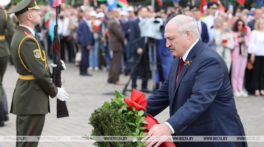 Лукашенко в День Независимости возложил венок к Кургану Славы
