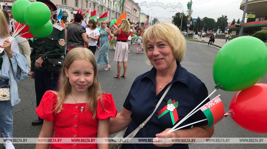 В Гомеле состоялось праздничное шествие трудовых коллективов и общественности города