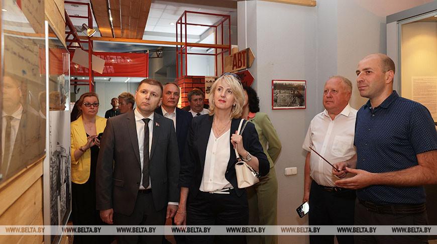 Участники выездного заседания Президиума Совета Республики посетили музей истории Новополоцка