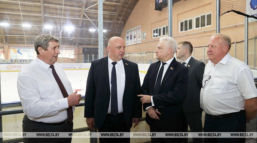"""Сенаторы ознакомились с тренировочной базой хоккейного клуба """"Химик"""""""