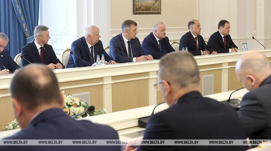 Лукашенко провел совещание о противодействии санкционным мерам