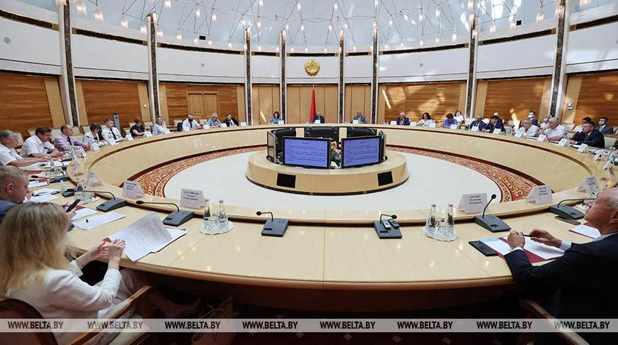 Заседание Конституционной комиссии проходит в Национальной библиотеке