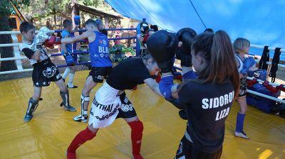 """Спортивный лагерь """"Маленький Таиланд"""" в Быховском районе тренирует подростков"""