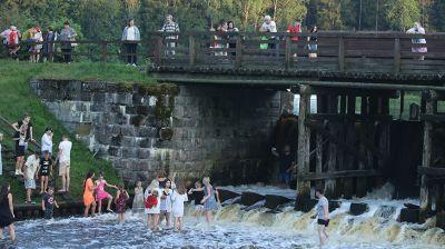 Гродненцы спасаются от июльского зноя на Августовском канале