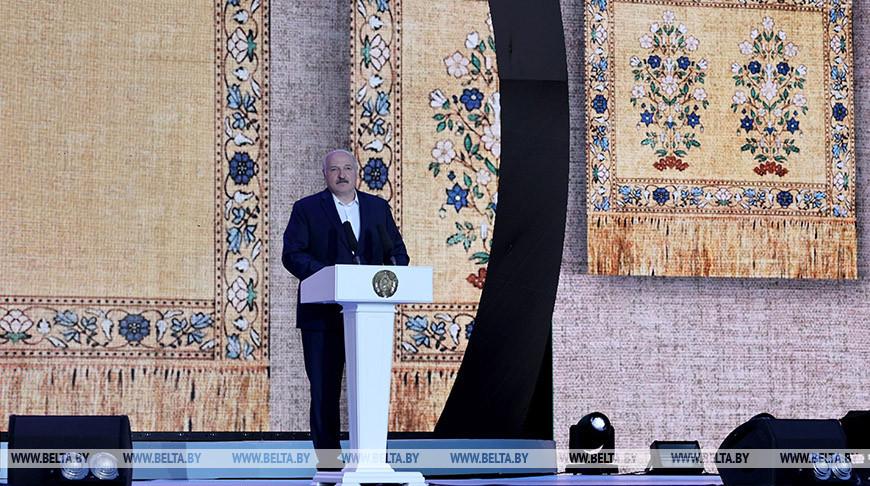 """Лукашенко посетил республиканский праздник """"Купалье"""""""