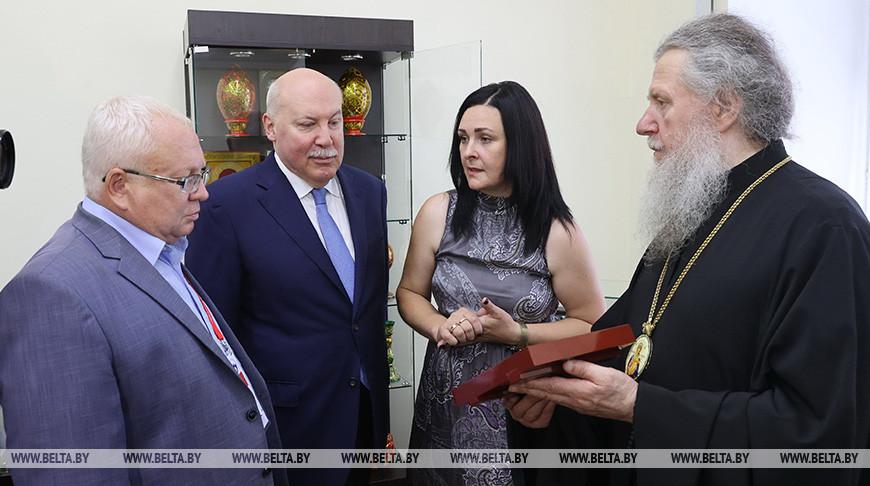 Мезенцев посетил художественный музей в Витебске