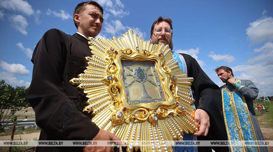 На мосту Восточный в Гродно прошел крестный ход с иконой Жировичской Божией Матери