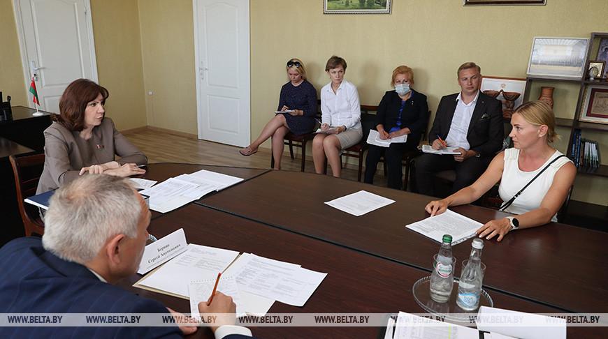 Кочанова провела прием граждан в Новолукомле