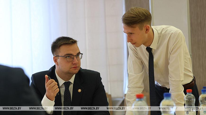 Кочанова встретилась с членами президиума Молодежного парламента