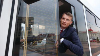 Гродно передали 13 новых автобусов и универсальную коммунальную технику