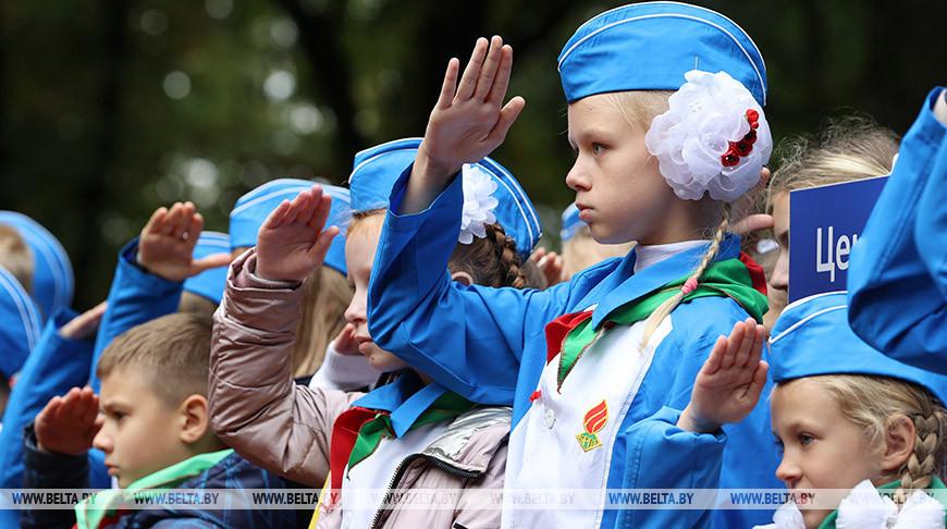 """Пионеры Минска получили список добрых дел на год во время акции """"Мы едины"""""""