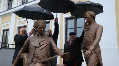 """Скульптуру """"Скамья архитекторов"""" открыли в День города в Гродно"""