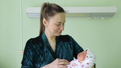 В Витебском областном роддоме поздравили женщин, родивших детей в День народного единства