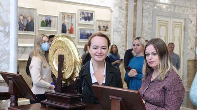 Очередная экскурсия прошла во Дворце Независимости