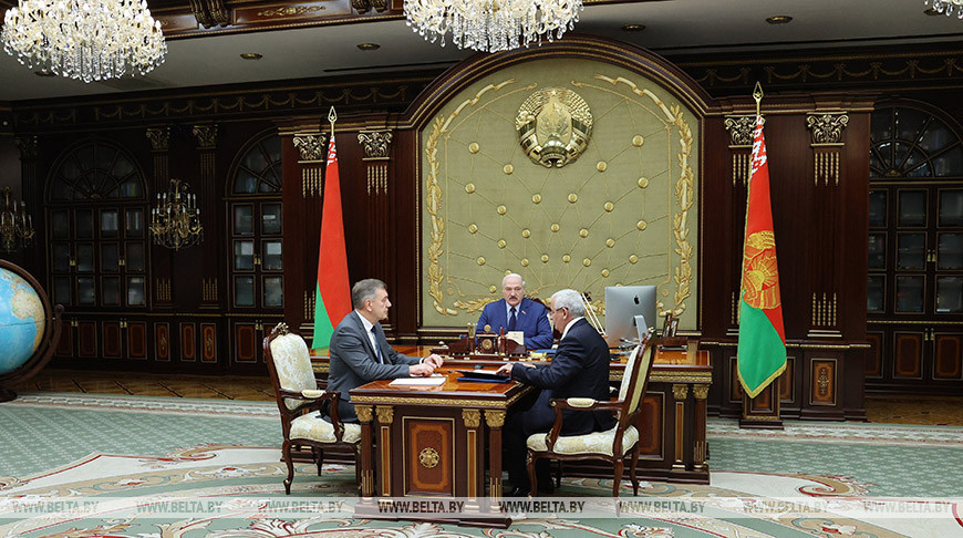 Лукашенко принял с докладом руководство Минпрома