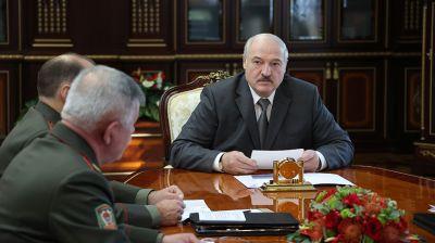Лукашенко обсудил с руководством силового блока ситуацию на границе