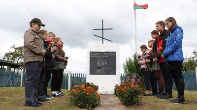 Память жертв фашизма почтили в сожженной в годы войны деревне Шкленниково
