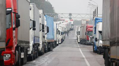 На белорусско-польской границе сохраняются очереди из фур