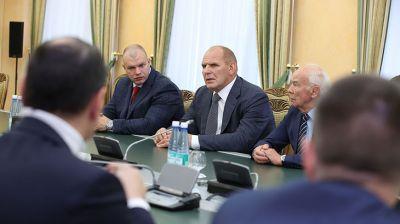 Руководство Гродненской области встретилось с известным борцом Александром Карелиным