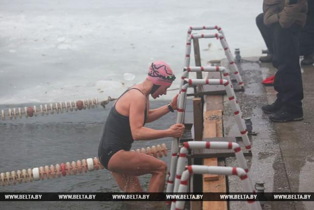 Кубок по спортивному зимнему плаванию проходит в Минске