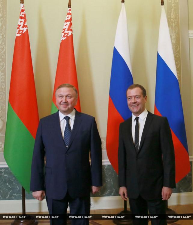 Кобяков и Медведев обсудили в Санкт-Петербурге вопросы белорусско-российского взаимодействия