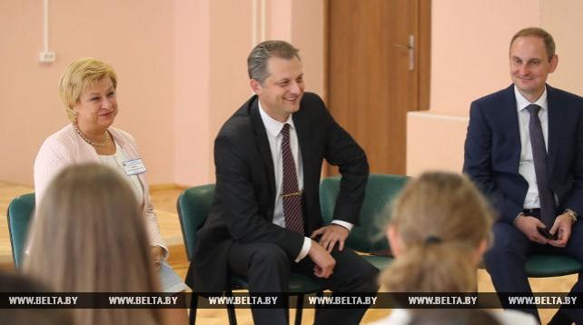 Бузовский встретился со студентами педагогических специальностей вузов и молодыми специалистами образования