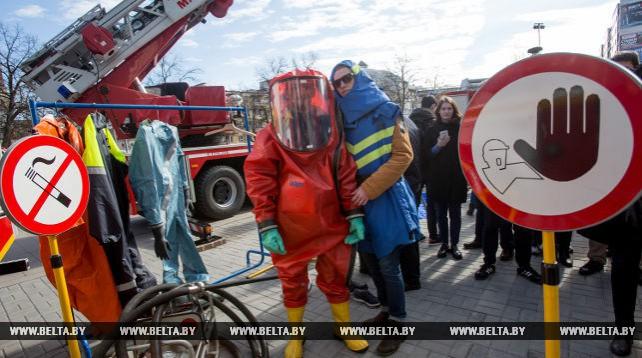 Сотрудники МЧС провели показательные выступления для студентов БрГУ им. А.С. Пушкина
