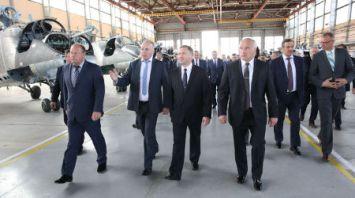 Участники выездного заседания Президиума Совета Министров посетили Оршанский авиаремонтный завод