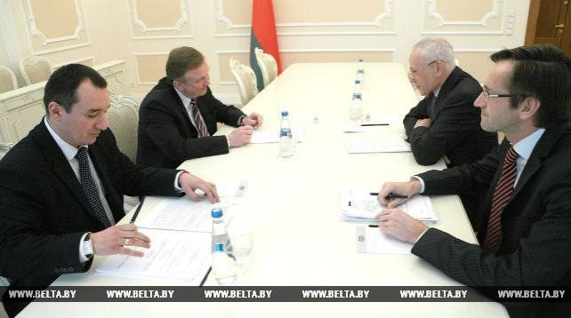 Кобяков и Рапота обсудили актуальные вопросы белорусско-российского взаимодействия