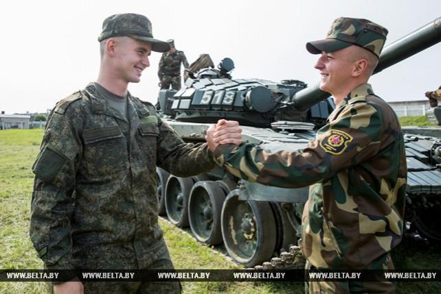 Белорусские и российские танкисты отпраздновали профессиональный праздник в Слониме