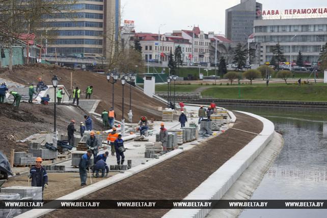 Продолжаются работы по реконструкции набережной Свислочи