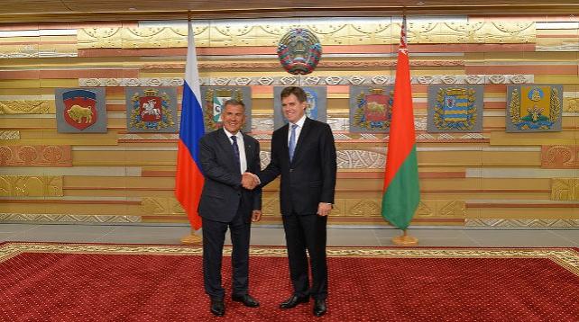 Президент Татарстана Рустам Минниханов встретился с Чрезвычайным и Полномочным Послом Беларуси в России Игорем Петришенко