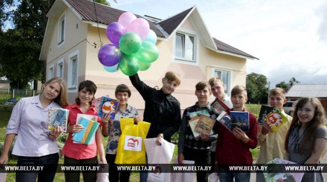 Активисты Полоцкого БРСМ посетили дом семейного типа в деревне Жерносеки