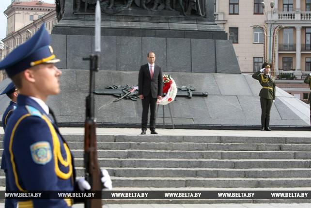 Джанелидзе возложил венок к монументу Победы в Минске