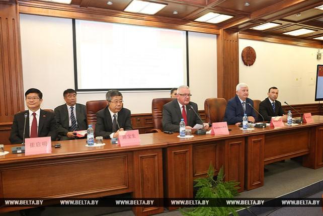 Китай проявляет большой интерес к системе образования Беларуси - Карпенко
