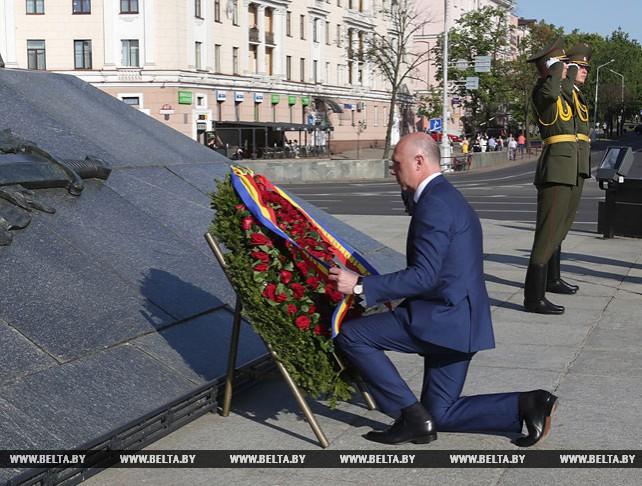Премьер-министр Молдовы возложил венок к монументу Победы