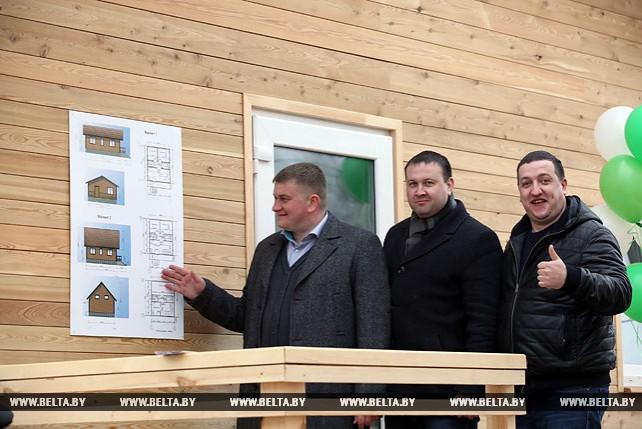 """В Гомеле открылся """"Центр деревянного домостроения"""""""